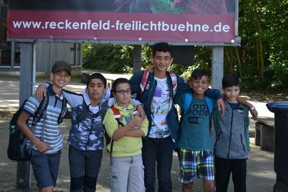 """Die jüngeren Kinder der DaZ-Förderung besuchten das Theaterstück """"Die kleine Hexe"""" auf der Freilichtbühne Greven-Reckenfeld."""