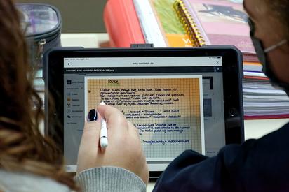Die Digitalisierung läuft an der MKG: Hier sind iPads im Unterrichtseinsatz in einem Niederländisch-Grundkurs in der Einführungsphase der gymnasialen Oberstufe.