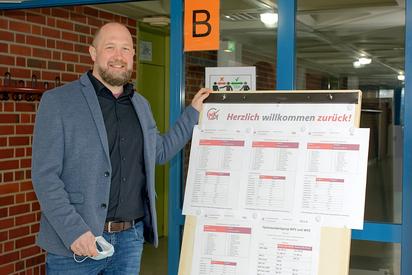 Dirk van Aaken ist seit Februar Leiter der Jahrgänge acht bis zehn an der Maximilian-Kolbe-Gesamtschule, wo er selbst sein Abitur gemacht hat. Foto: Gemeinde Saerbeck
