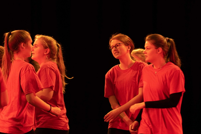 v.l.n.r. Anna Bühner, Liz Mielemeier, Sophie Schwarzer, Helena Kötter. Foto: Oliver Berg, Theater Münster