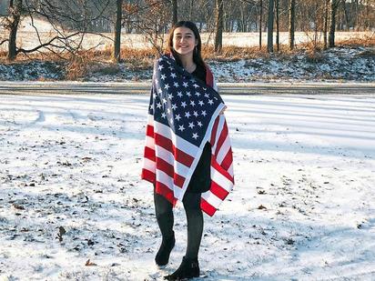 Zu Beginn des Winters, der in Michigan bis zu minus 30 Grad bringen kann, war Madlin Vrdoljak die US-Fahne noch warm genug. Foto: privat