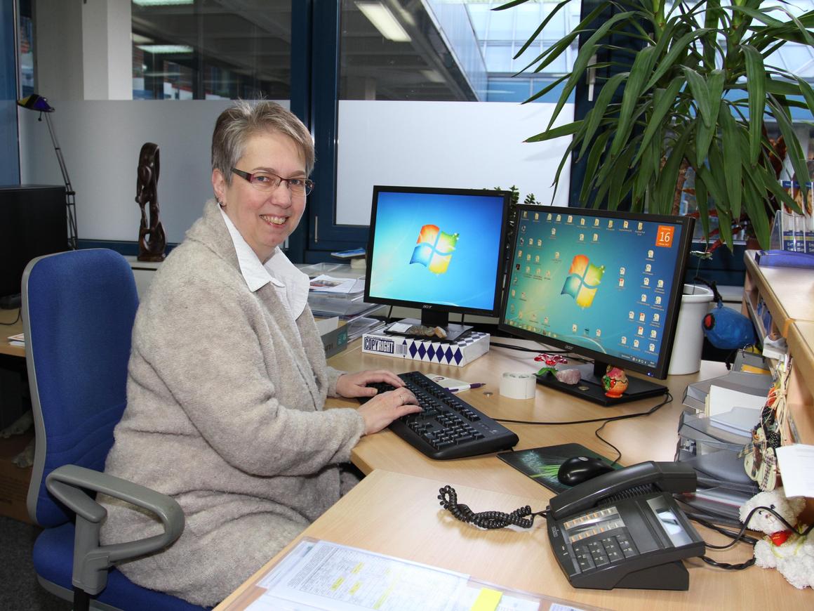 Frau Bartsch, Sekretariat