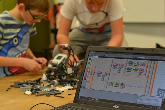 Bauen und Programmieren der Lego Mindstorm Roboter