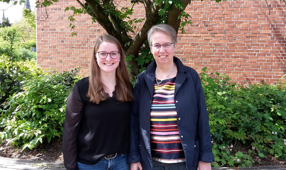 Unsere Sekretärinnen: Frau Schürmann (links) und Frau Bartsch (rechts)