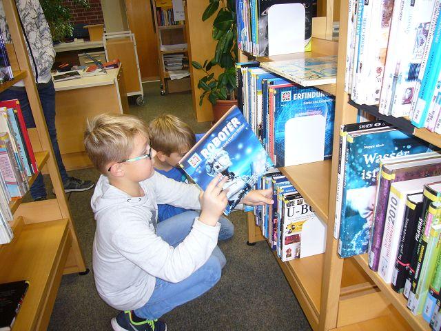Sachbücher in der Schulbibliothek