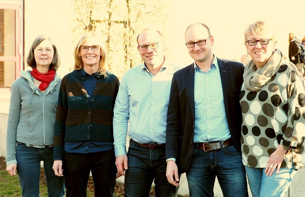 von links: Mechthild Runde (Abteilungsleiterin 5 - 7), Anneli Prinz (Abteilungsleiterin 8 - 10), Niels Effelsberg (Didaktischer Leiter), Maarten Willenbrink (Schulleiter i. V.), Bärbel Kibben (Oberstufenleiterin)